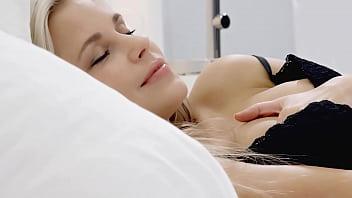 Красивенькая русская телка шери ви нашла себе лучшее приключение в мастурбации