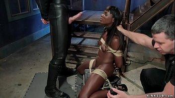Шатенка с крупной задницей пробует анальный секс с темнокожим мужиком