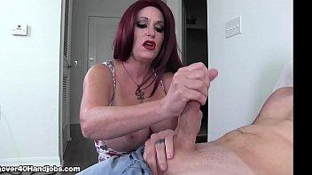 Созрелая парочка позвала в гости молодую соседку для порно втроем
