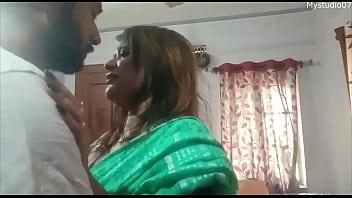 Девушка мастурбирует секс приспособлениями дырку и попка перед вебкамерой