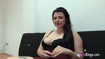 Лесбийский секс тонкой шлюхи с негритяночкой с кунилингусами и мастурбацией