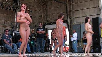 Русские очаровательные лесбиянки пишут приватное траха на камеру
