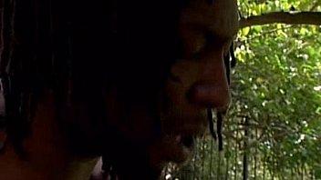 Чернокожую пышногрудую распутную барышню белоснежный факер весьма очень опускает